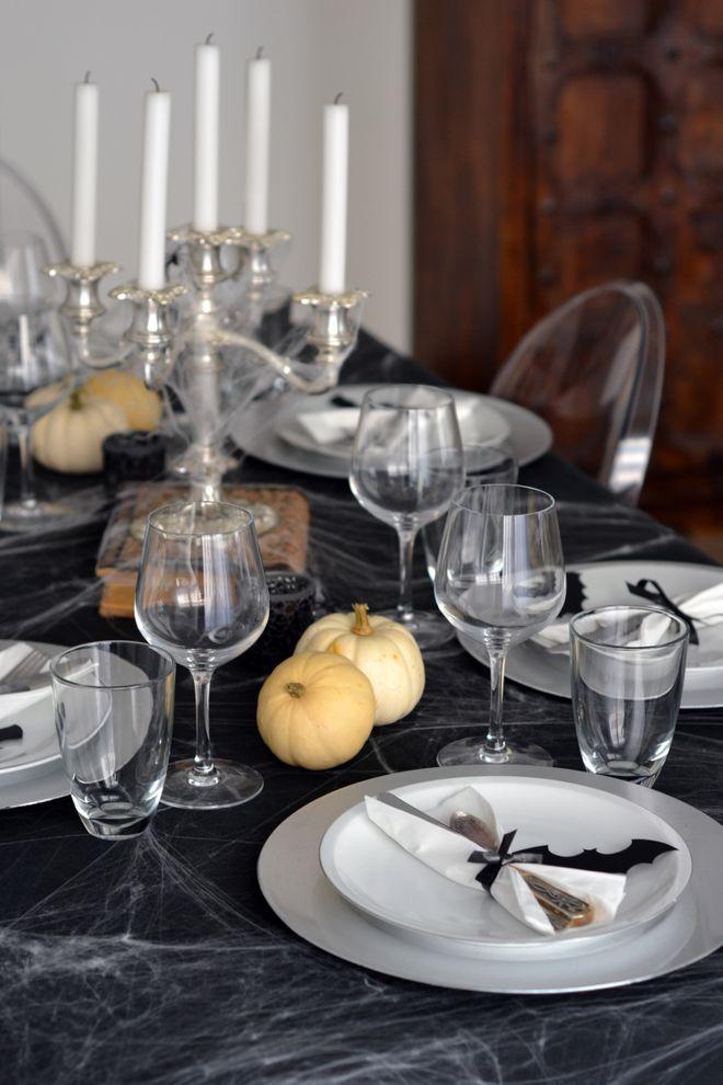 Une table d'Halloween noir et blanc