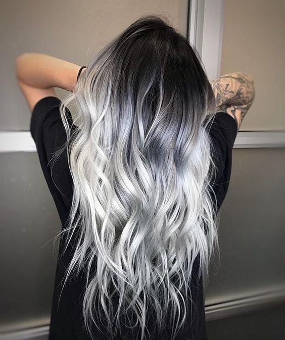 des cheveux gris