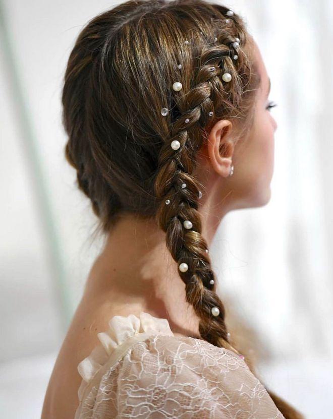 Tresses ornées de perles