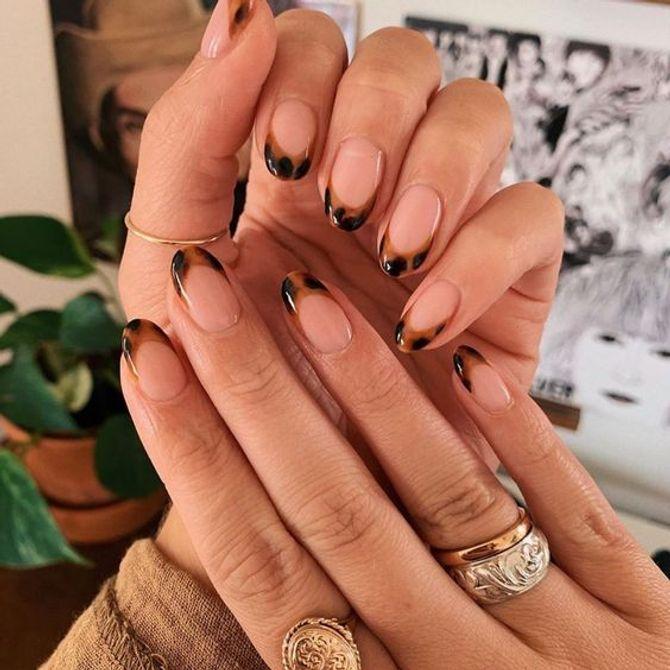 ¿Tienes pendiente una manicura? Inspírate con estos diseños de uñas decoradas y nail art