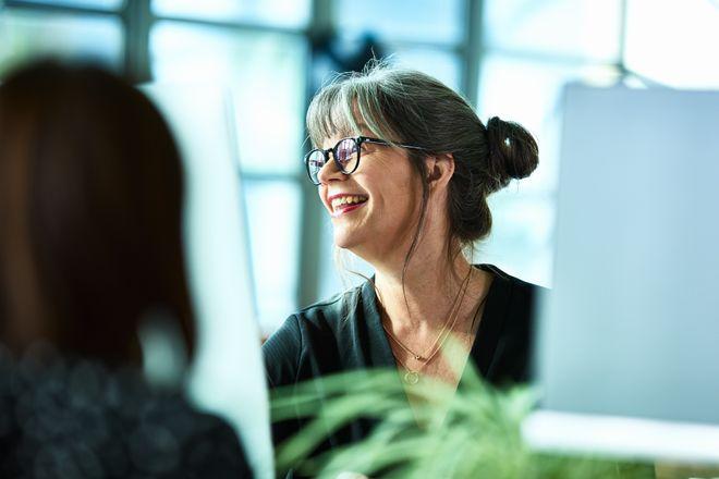 Empodera a tus compañeras en el trabajo con estas frases motivadoras