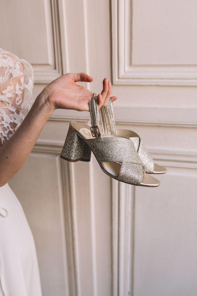 Les paires de chaussures pour les mariées
