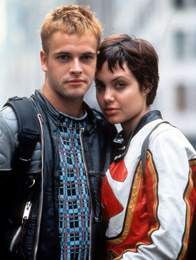 Angelina Jolie se divorció de Johnny Lee Muller...