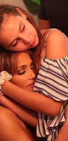 Mamás famosas que comparten lo mejor de la maternidad en sus redes sociales