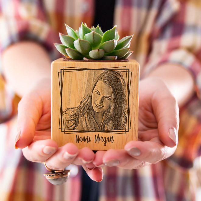 Pot en bois personnalisé avec prénom et photo en gravure