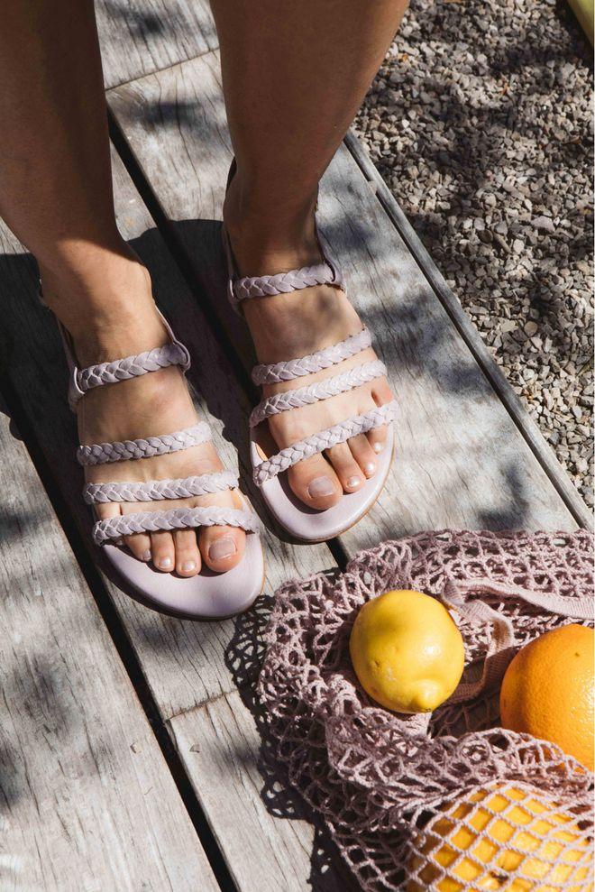 25 paires de sandales plates pour l'été