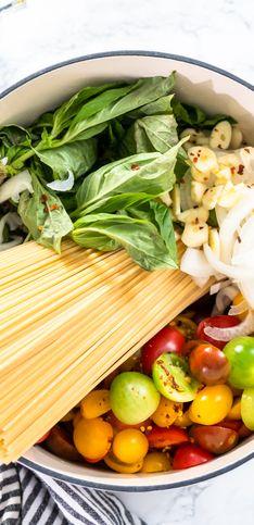 One pot pasta tomate basilic, la recette ultra simple que vous allez pouvoir faire ce soir en 20 min