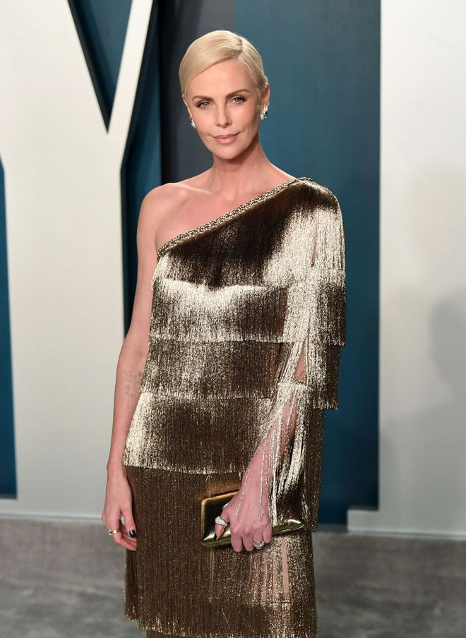 Charlize Theron al party degli Oscar 2020