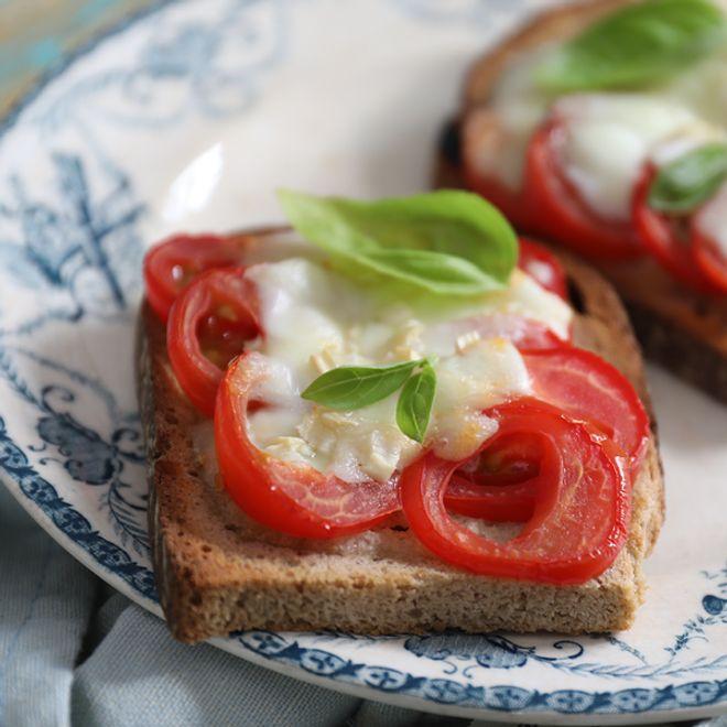Lundi midi : bruschetta veggie tomates-mozza