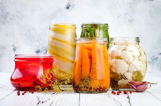 Légumes en conserve au vinaigre