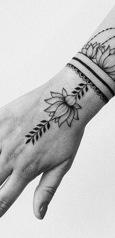 Tatouages fleur lotus : pour quel modèle craquer ?