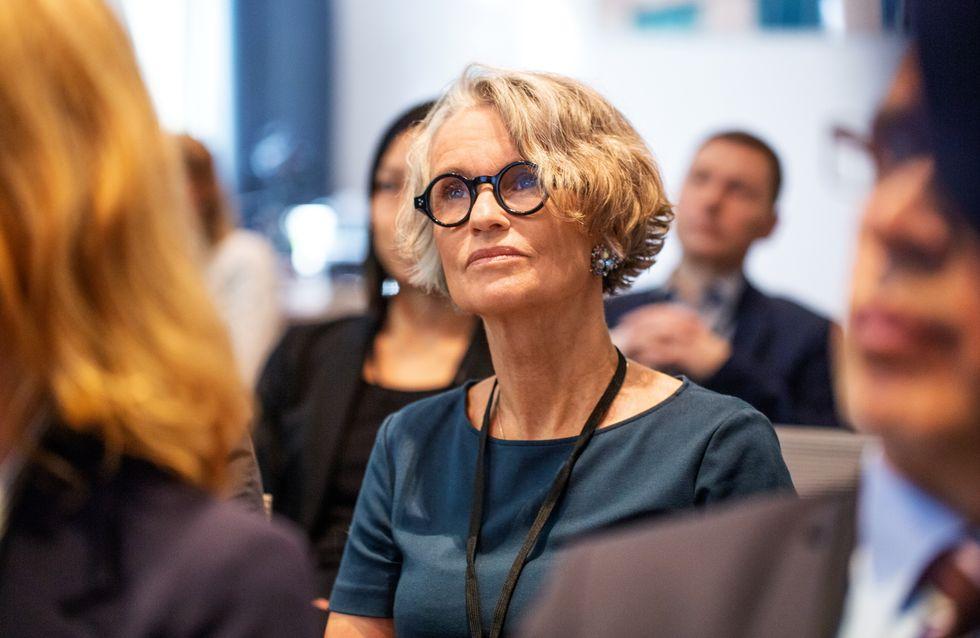 Quelle coupe de cheveux pour une femme de 50 ans avec des lunettes ?