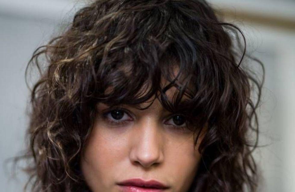 Les plus belles franges pour cheveux bouclés repérées sur Pinterest