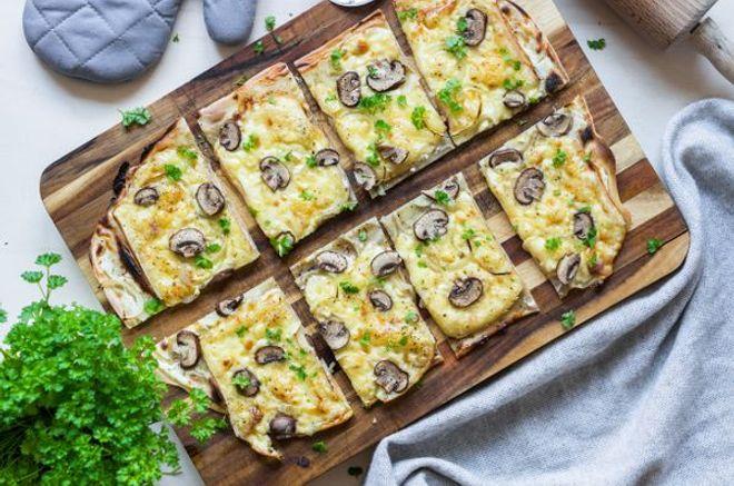 Lundi midi : Flammekueche champignons, oignons et raclette