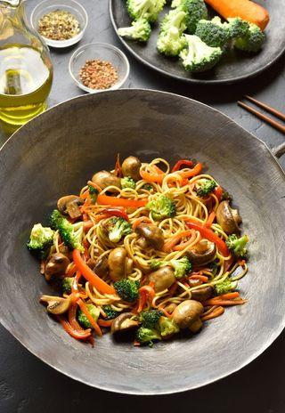 Nouilles chinoises aux légumes et aux épices