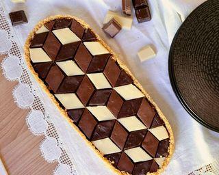 Tarte géométrique aux trois chocolats