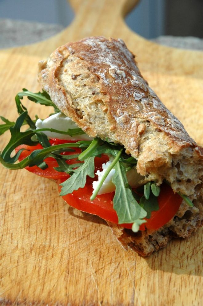 Lundi midi : Sandwich au chèvre tomate
