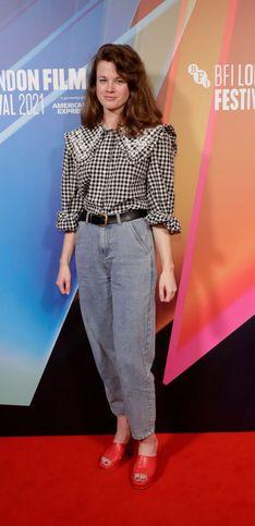 10 modelli di jeans per affrontare la stagione fredda all'insegna del comfort e della versatilità!