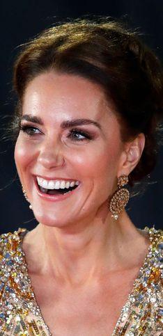 Kate Middleton surprend en total look rouge de princesse (découvrez aussi d'autres looks)