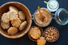 © istock - Des cookies au beurre de cacahuètes avec 3 ingrédients