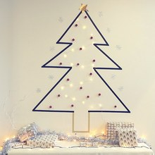 © DR aufeminin - Réalisez un sapin de Noël mural avec du maskingtape (DIY Pinterest)