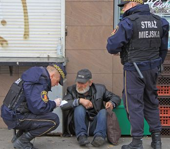 O tratamento desses policiais com um morador de rua é lindo