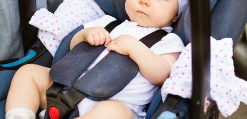 Babyschale tragen: DIESEN Trick müssen alle Eltern kennen