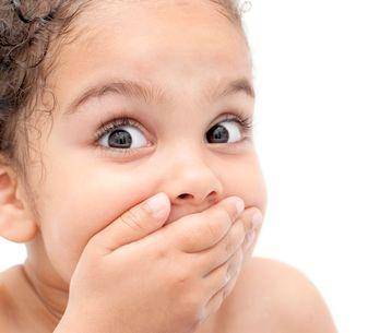 Tente não rir com essa garotinha discutindo com sua mãe sobre seu castigo