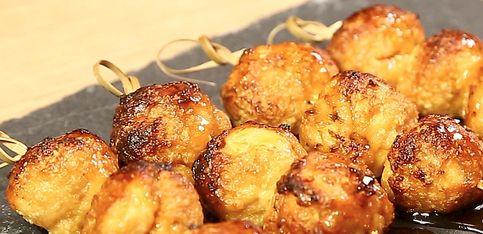 Genialer Party-Snack: Asiatische Hähnchen-Frikadellen am Spieß