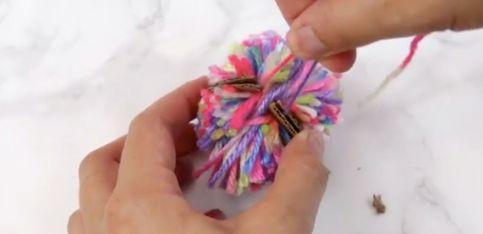 DIY: ¡crea tus propios diseños de pendientes pompón!