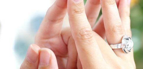 Warum tragen wir den Ehering am Ringfinger? Hier die Erklärung!