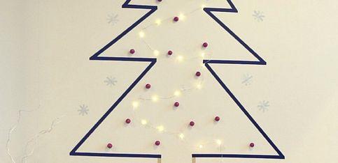 Réalisez un sapin de Noël mural avec du maskingtape (DIY Pinterest)