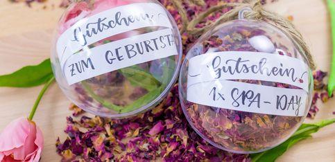 Schöner schenken: Anleitung für wunderschöne Handlettering-Gutscheine