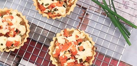 Tartellette salate di caprino e pomodoro!