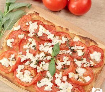 Torta salata pomodori e formaggio: la ricetta arricchita con mostarda e caprino!