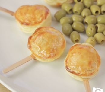 Bocconcini di pasta sfoglia: la versione al formaggio per un aperitivo gustoso!