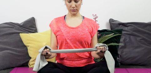 Esercizi in casa con la fascia elastica