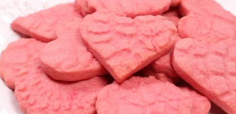 Biscotti rosa a forma di cuore!