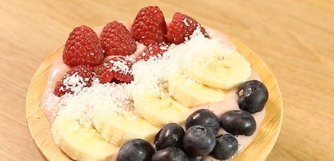 Gesund, lecker, Smoothie Bowl! So machst du dir das Power-Frühstück selbst!