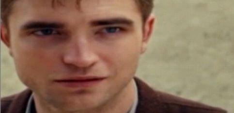 Robert Pattinson deja de fumar gracias a los palillos