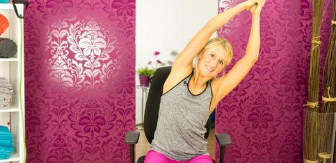 Da haben Rückenschmerzen keine Chance: Geniale Dehn-Übungen fürs Büro