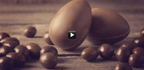 Video/ Hai voglia di fare un uovo pasquale di cioccolato tutto tuo? Ecco come fare!