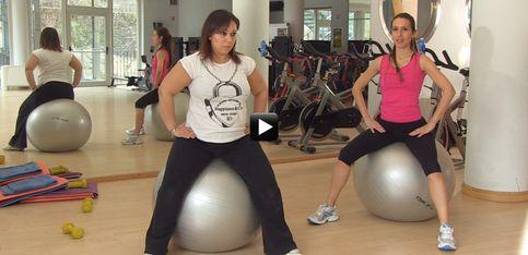 Video/ In forma in gravidanza! Ecco gli esercizi con la palla per il secondo trimestre