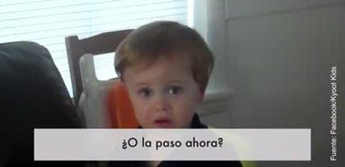 Muy gracioso: ¡un niño con pavor a la aspiradora!