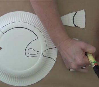 Come fare una piccola Dory con i piatti di carta