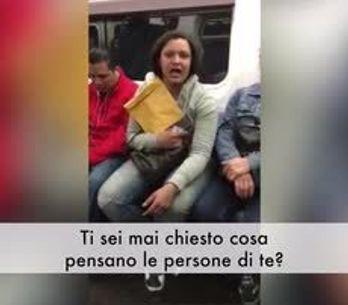Trans aggredita in treno tra l'indifferenza dei passanti