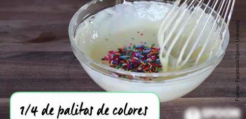 Mini tartitas de queso con palitos de colores
