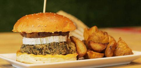 Una hamburguesa vegetariana llena de sabor