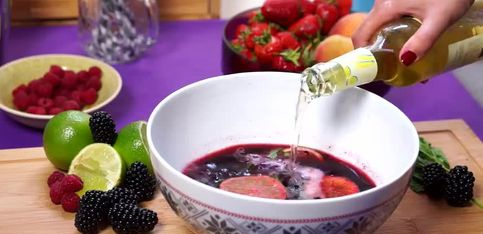 Un cocktail aux mûres pour twister votre apéro