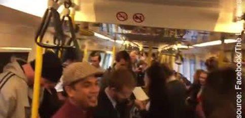 Chanter dans le métro pour passer une bonne journée!